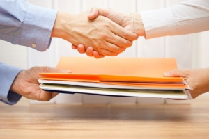 image of a Toronto-based customer receiving their legal documents from a PrintLegal.ca representative after taking advantage of their legal document solutions and litigation support services